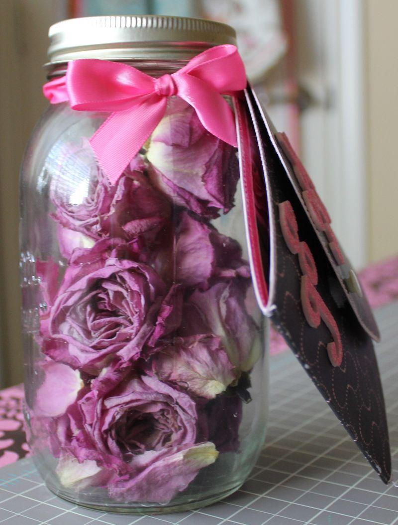 Good wife rose jar 028